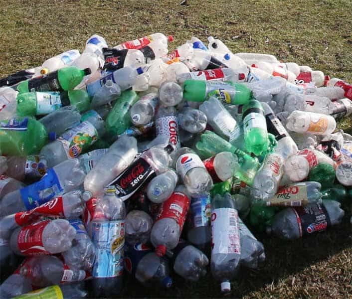 Rác thải chai nhựa gây ô nhiễm môi trường nghiêm trọng. (Nguồn ảnh: Báo Quốc tế)