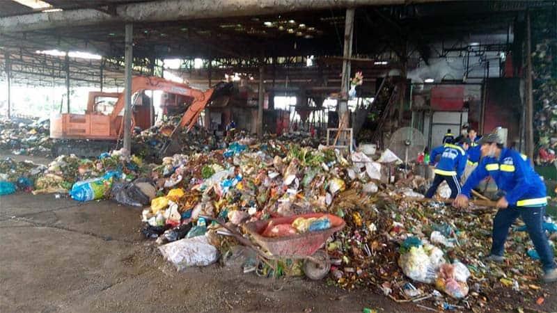 Hầu hết rác thải nhựa ở Việt Nam đều được thu gom lại rồi đem đi chôn, lấp, đốt. Chỉ có một phần nhỏ được tái chế. (Nguồn ảnh: Báo Cần Thơ)