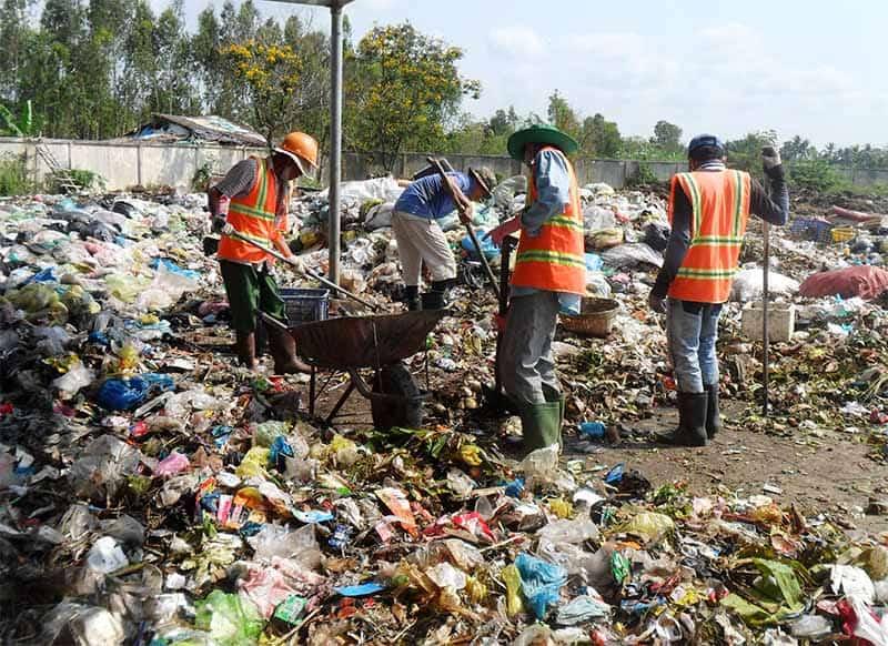 Rác thải nhựa bắt nguồn từ khu sinh hoạt dân cư (Nguồn ảnh: litteritcostsyou)