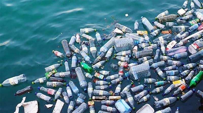 Việt Nam đang đứng thứ 4 trên thế giới về số lượng rác thải nhựa đổ ra biển mỗi năm. (Nguồn ảnh: Báo mới)