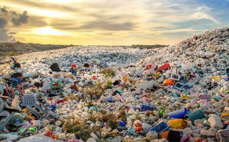 Theo tạp chí Tuổi trẻ thì Việt Nam đang đối diện với nguy cơ trở thành bãi tập kết rác khi lượng rác thải nhựa tăng 200% trong những năm qua. (Nguồn ảnh: vtv.vn)