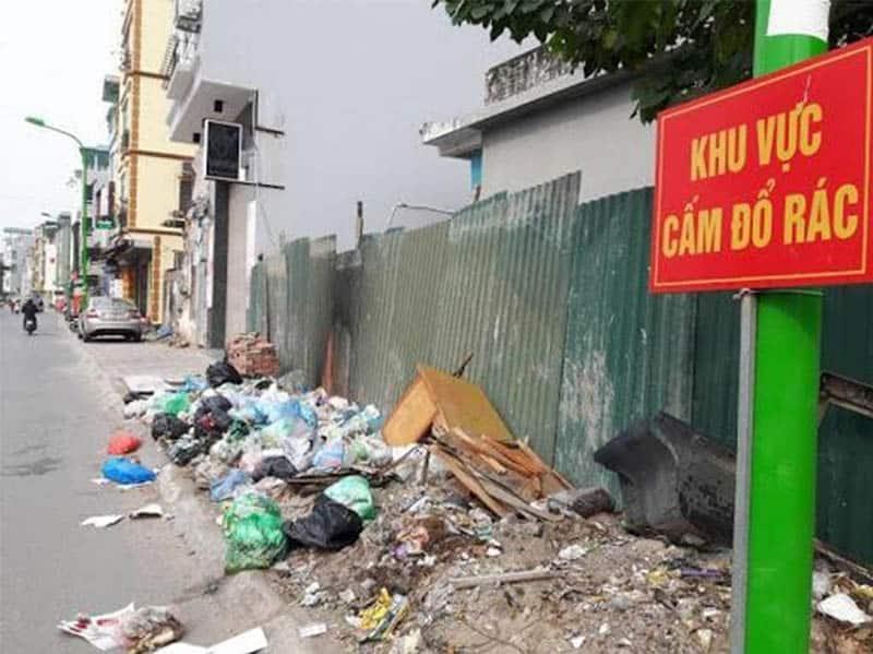 Thói quen vứt rác bừa bãi của mỗi người dân là một trong những nguyên nhân ô nhiễm rác thải nhựa (Nguồn ảnh: Báo mới)