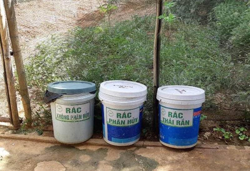 Mỗi gia đình cũng có thể tự mình chuẩn bị dụng cụ để phân loại rác thải từ đầu nguồn