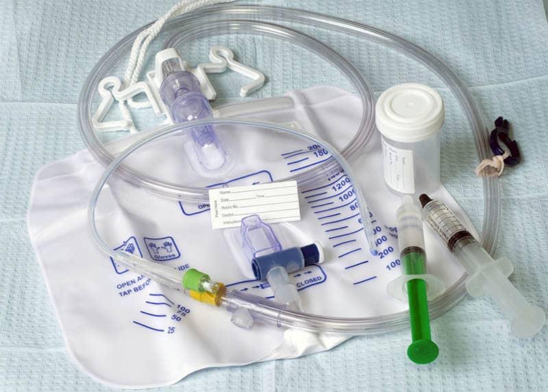 Dụng cụ y tế hầu hết đều là đồ nhựa dùng một lần nên cũng làm gia tăng lượng rác thải nhựa