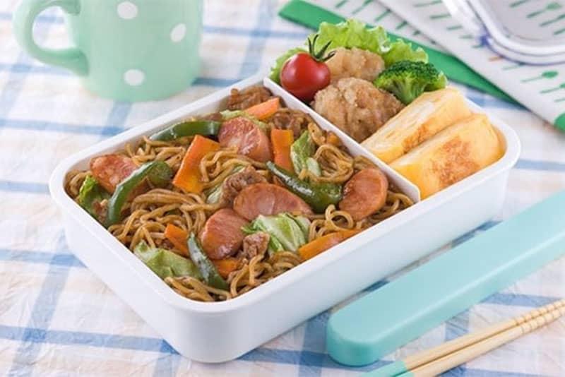 Không nên dùng đồ nhựa để đựng thức ăn nóng vì có nguy cơ bị phơi nhiễm độc tố