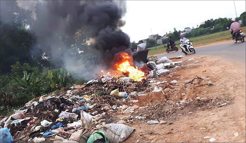 Việc đốt rác thải nhựa không đúng quy trình tiềm ẩn rất nhiều nguy hiểm