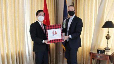 An Phát Holdings tặng vật tư y tế cho ĐSQ Việt Nam tại Hoa Kỳ