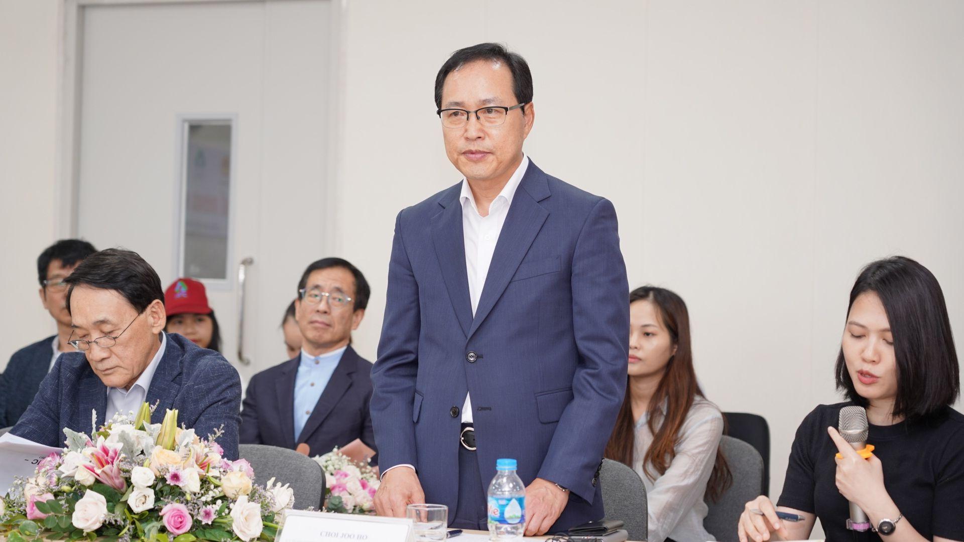 Ông Choi Joo Ho- Tổng Giám đốc Samsung Việt Nam phát biểu tại Lễ tổng kết chương trình Tư vấn cải tiến của Bộ Công thương và Samsung Việt Nam
