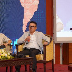 Ông Phạm Hoàng Việt (bên phải) - Phó Chủ tịch Tập đoàn An Phát Holdings chia sẻ tại Diễn đàn