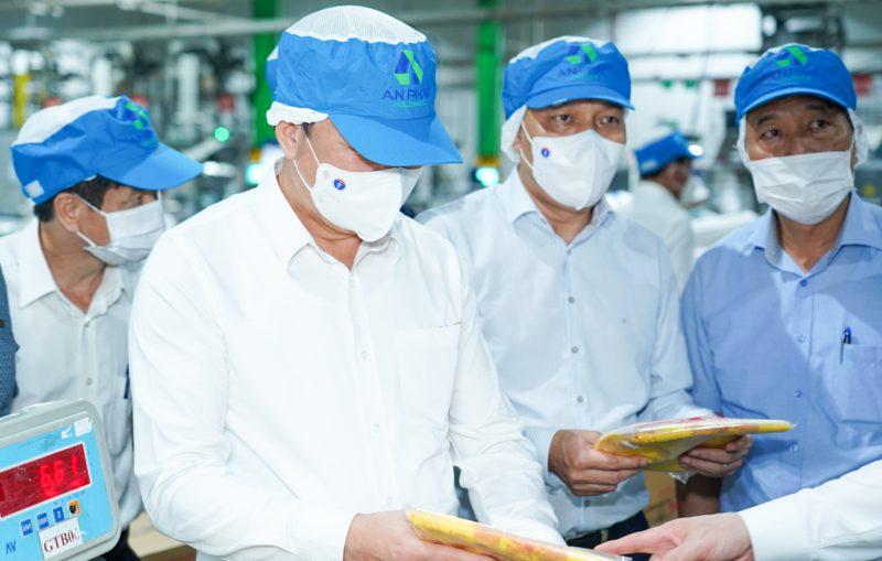 Đoàn đại biểu thăm nhà máy thuộc Tập đoàn An Phát Holdings