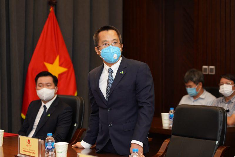 Ông Đinh Xuân Cường - Phó Chủ tịch, Tổng Giám đốc Tập đoàn chia sẻ tình hình sản xuất kinh doanh của Tập đoàn